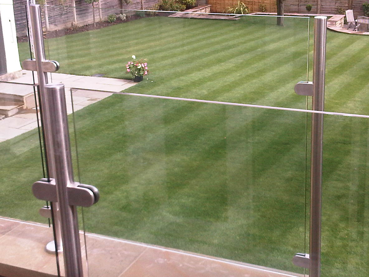 custom-made-stainless-steel-and-glass-balustrade-outdoor